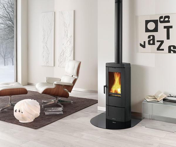 kaminofen caro von feuer und flamme zum hei esten preis geliefert. Black Bedroom Furniture Sets. Home Design Ideas